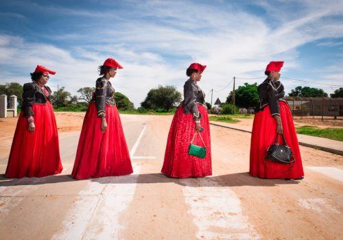 Hereros, Namibie 2017 série Real Portraitik © Stephan Gladieu, courtesy School Galery